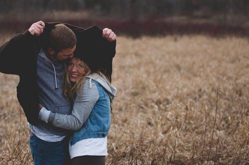 Er dit og din partners behov for nærhed og for frihed også forskelligt?